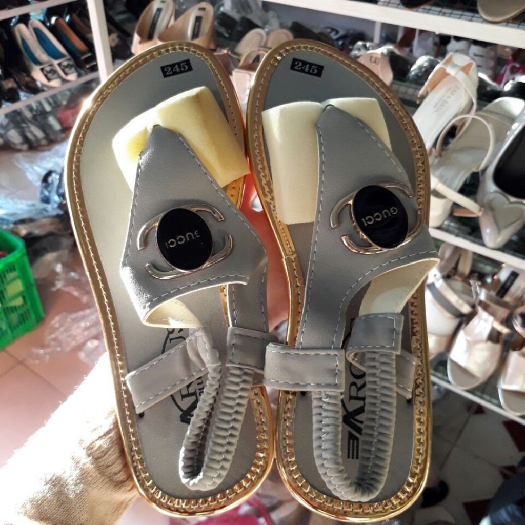 Xả hàng 5000 đôi giày dép nhiều kiểu nhiều size